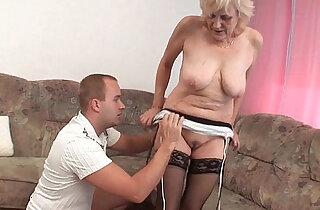 Grandma in stockings gets a facial xxx tube video
