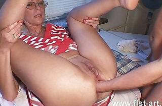 Fisting in red xxx tube video