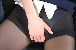 Flight attendant caught masturbating in her pantyhose xxx tube video