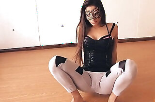 Big Botty Teen In Tight Yoga Pants Stretching Her Hot Cameltoe! xxx tube video