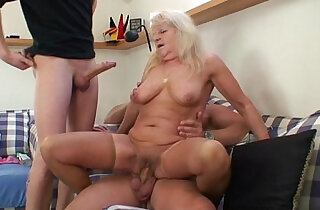 Hot 3some party with hot blonde grandma xxx tube video