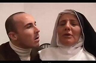 The Italian nun slut does blowjob Il pompino della suora italiana milf xxx tube video
