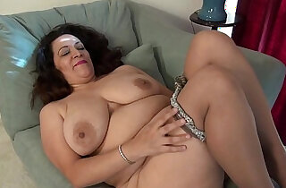American milf Nicolette Parsons rubs her hungry cunt xxx tube video