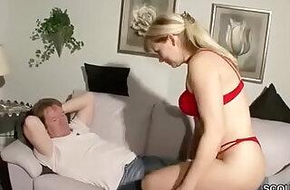 Notgeile MILF Stiefmutter fickt den Sohn ihres Stechers xxx tube video