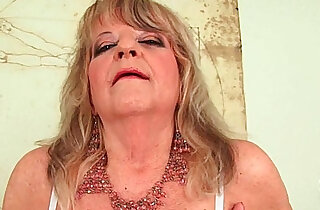 Grandmother with large breasts pushes huge black dildo inside xxx tube video