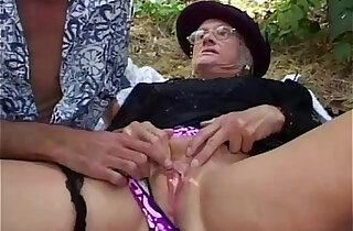 Granny gets fucked hard outdoor xxx tube video