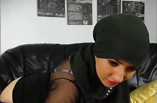 Hot muslim girl stripping n fingering hot round big ass xxx tube video