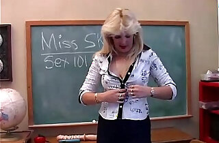Saucy MILF teaches you about her pussy xxx tube video