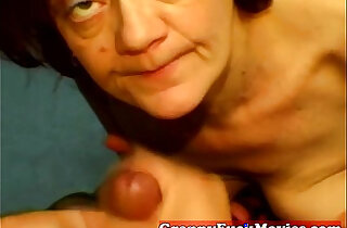 Amateur granny slut does POV xxx tube video