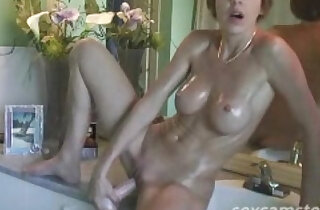 Short Haired Bathroom Babe rubs her Pussy Play xxx tube video
