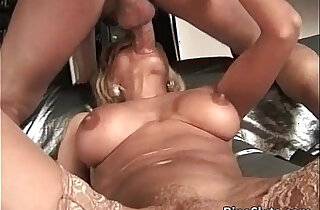Gorgeous busty mature gets that xxx tube video