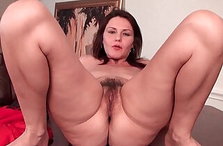 Sexy horny milf with tits works her hairy pussy xxx tube video