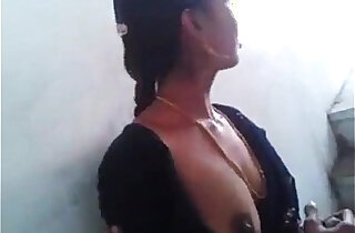 Hyderabad hot Neighbour Aunty Boobs nipples and pussy to me xxx tube video
